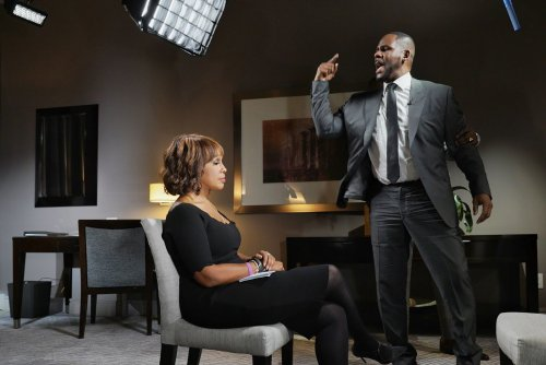 r-kelly-gayle-king-interview-cbs-002.thumb.jpg.6fb8a0b94809fccaf736c21d44fc7463.jpg