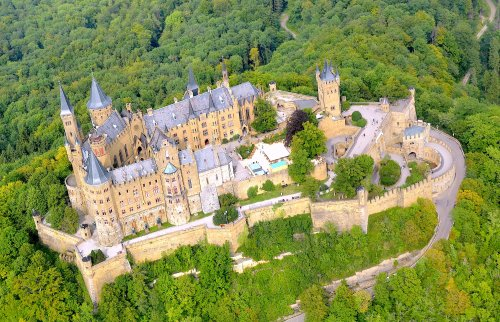 Aerial_view_of_Hohenzollern_Castle_(2017).jpg
