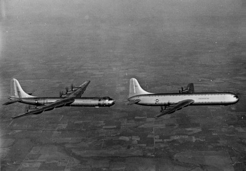 1280px-Convair_XC-99_and_B-36B_in_flight_c1949.thumb.jpg.c7f403b07a5dfee22ab73db82388bb80.jpg